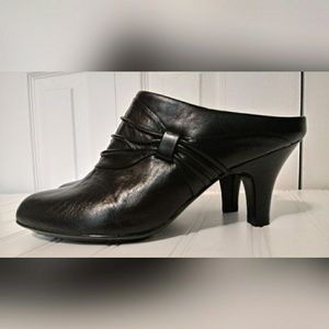 Sofft Shoes Black Leather Mules/Heels  SZ 8M